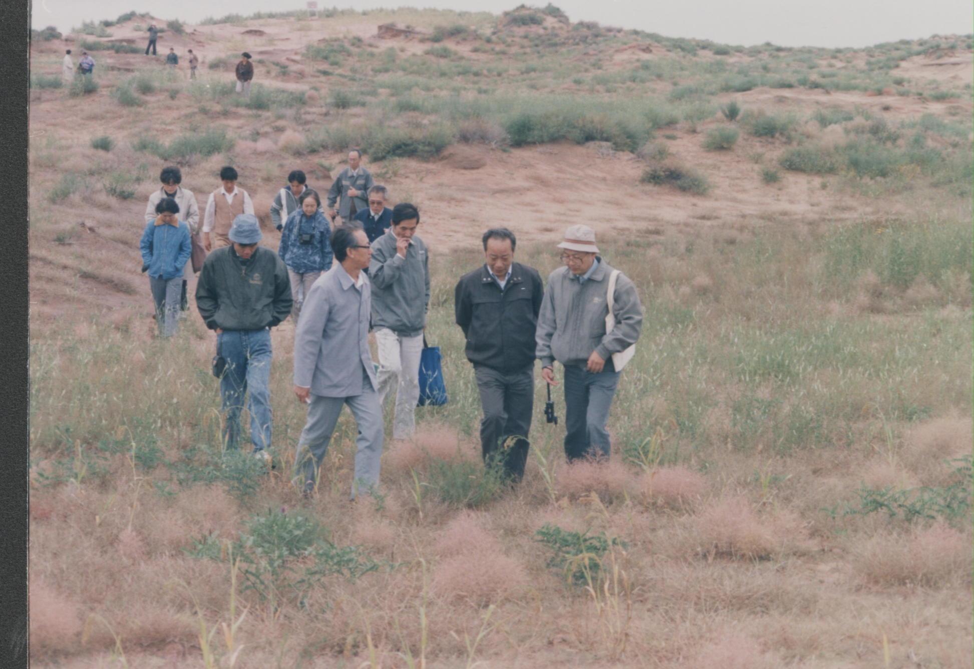 1992年9月,张新时院士和梁栋材院士考察鄂尔多斯生态站