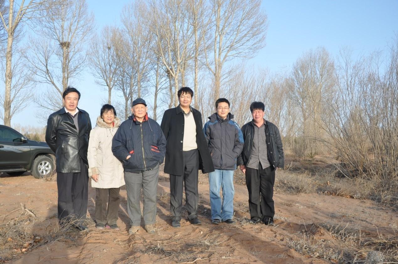 2013年3月,张新时院士带队在鄂尔多斯考察