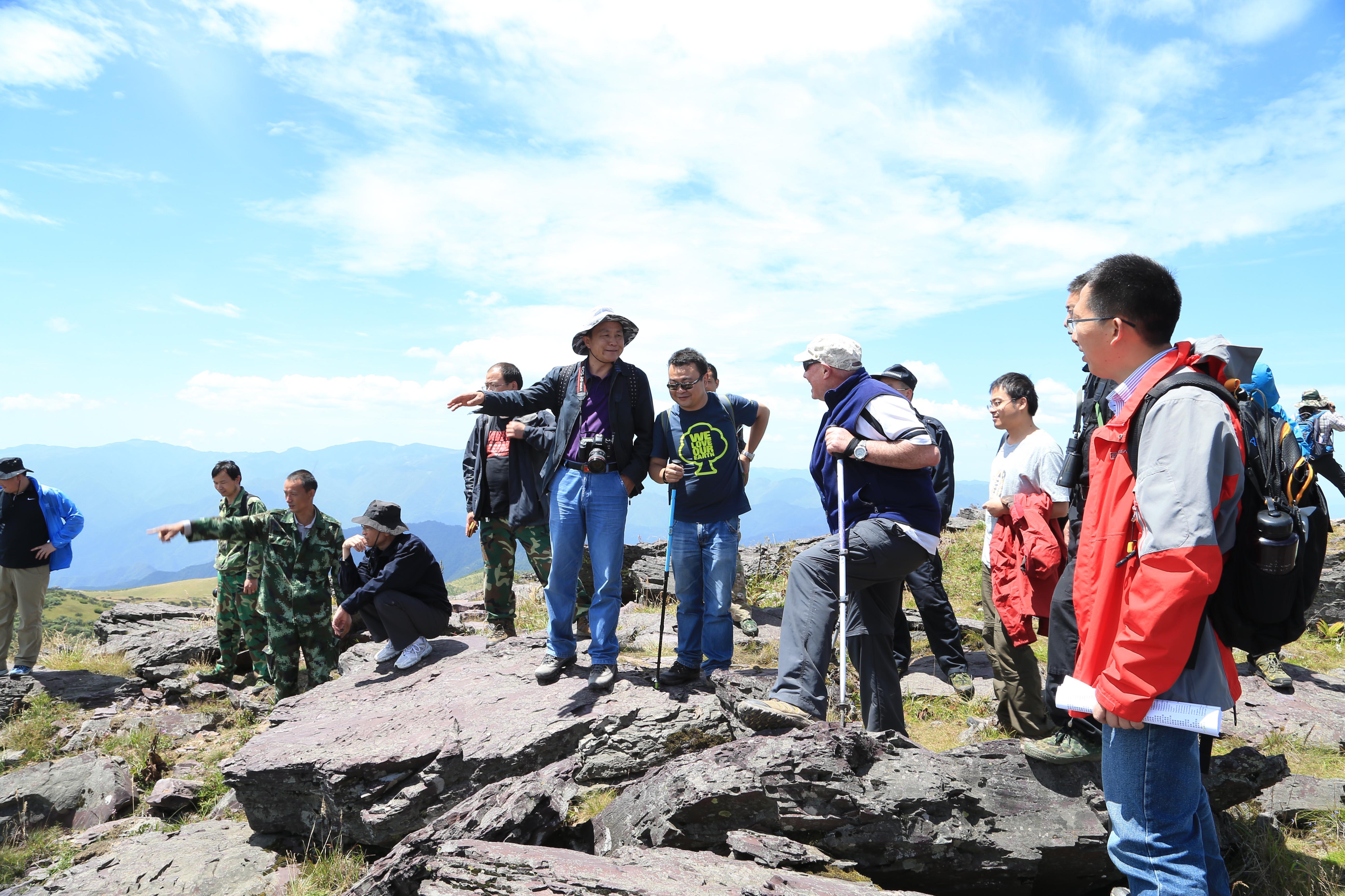 我站研究人员作为技术专家陪同IUCN专家对神农架世界自然遗产提名地进行现场考察