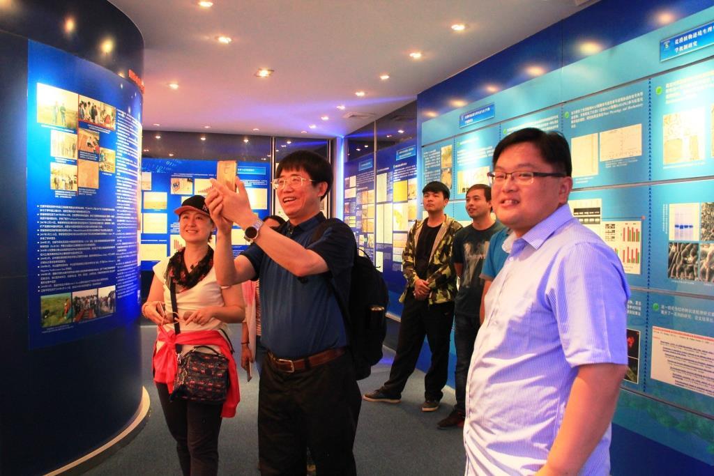 中国科学院沈阳应用生态研究所所长朱教君一行7人到沙坡头站参观访问
