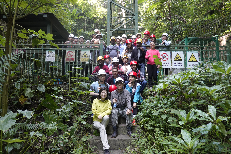 版纳植物园第12届高级生态学与保护生物学野外培训班到西双版纳生态站开展野外实习