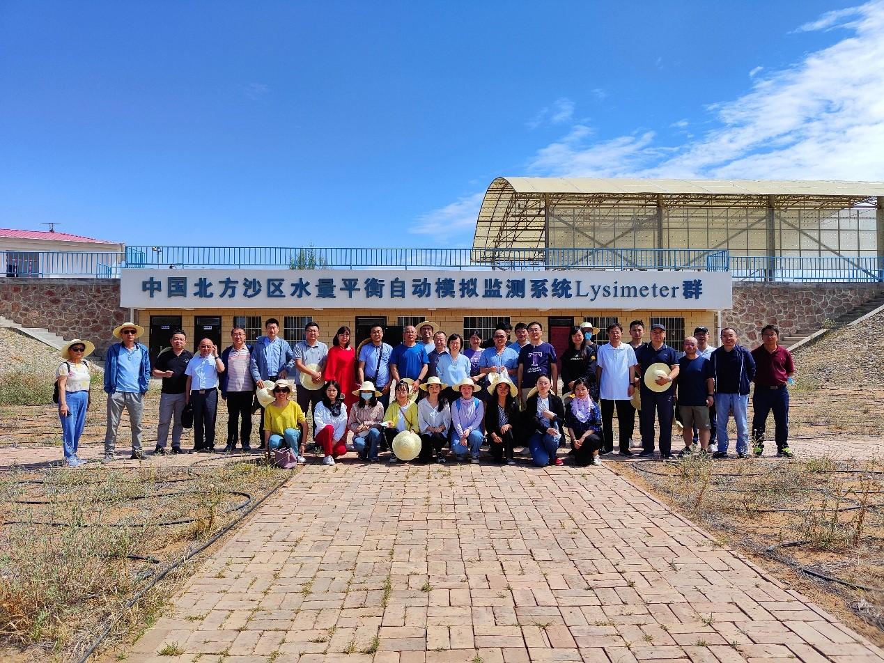 """中国科学院A类战略性先导科技专项""""泛第三极环境变化与绿色丝绸之路建设""""项目三 """"绿色丝绸之路建设技术交流会""""在沙坡头站成功举办。"""